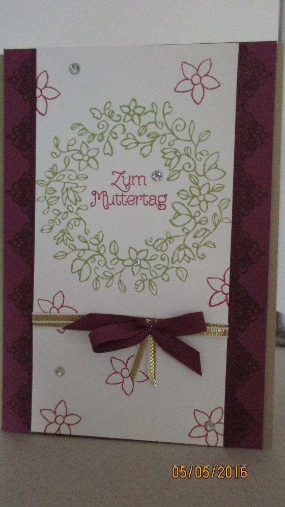 Die Muttertagskarte in himbeerrot
