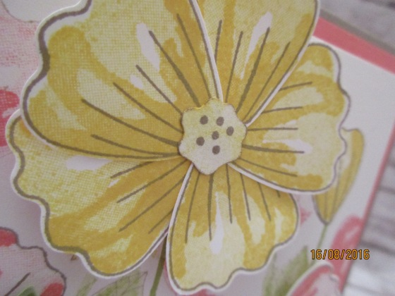 die gelbe große Blüte - ausgestanzt mit der Elementstanze Blüte